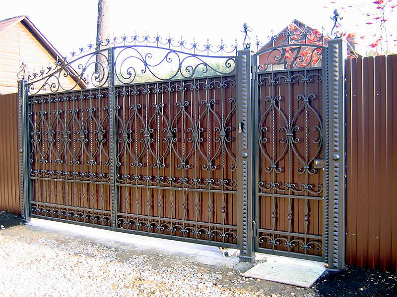 Ворота из профнастила с элементами ковки ВП-2