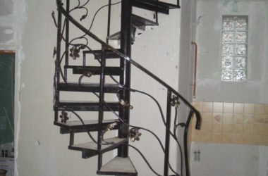 Винтовая кованая лестница КЛ-30