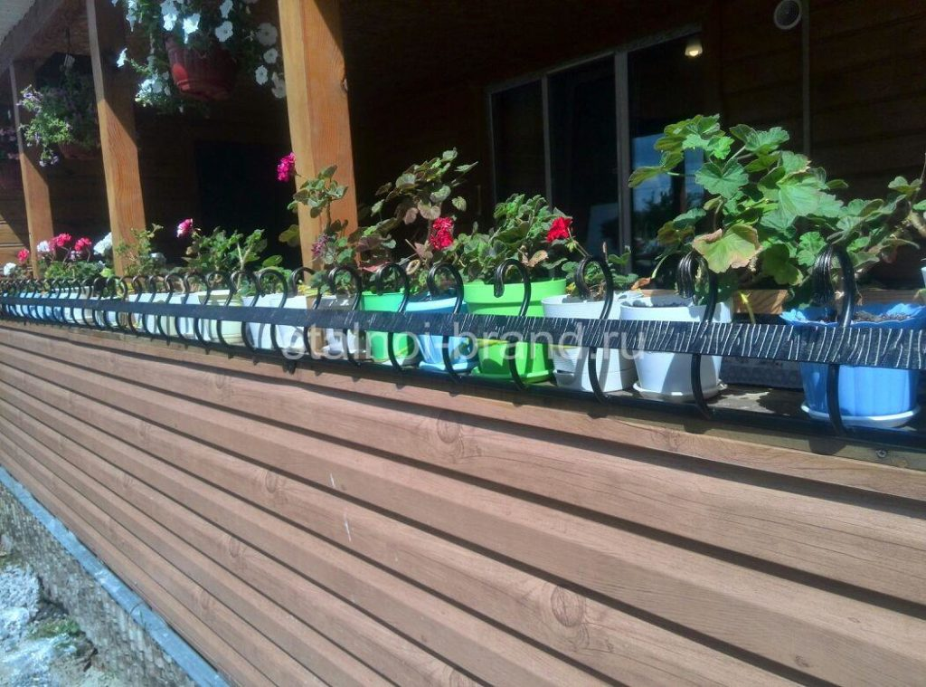 Кованая подставка для цветов КП-4