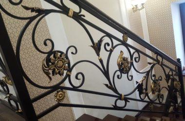 Кованые перила для лестницы в доме КП-38